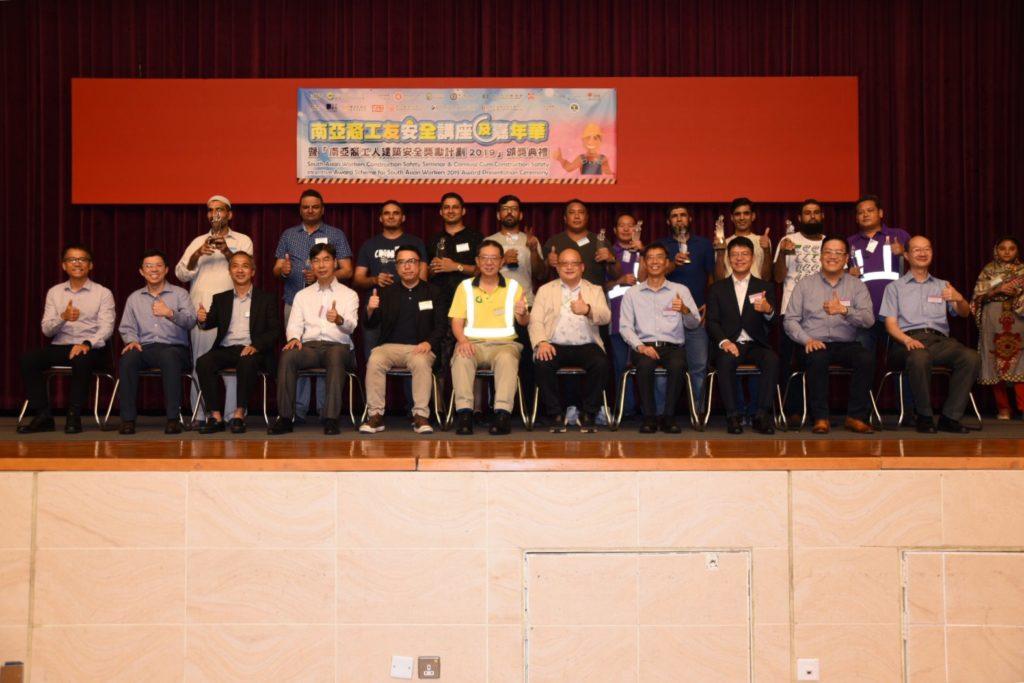 嘉賓與十一名得獎者進行大合照